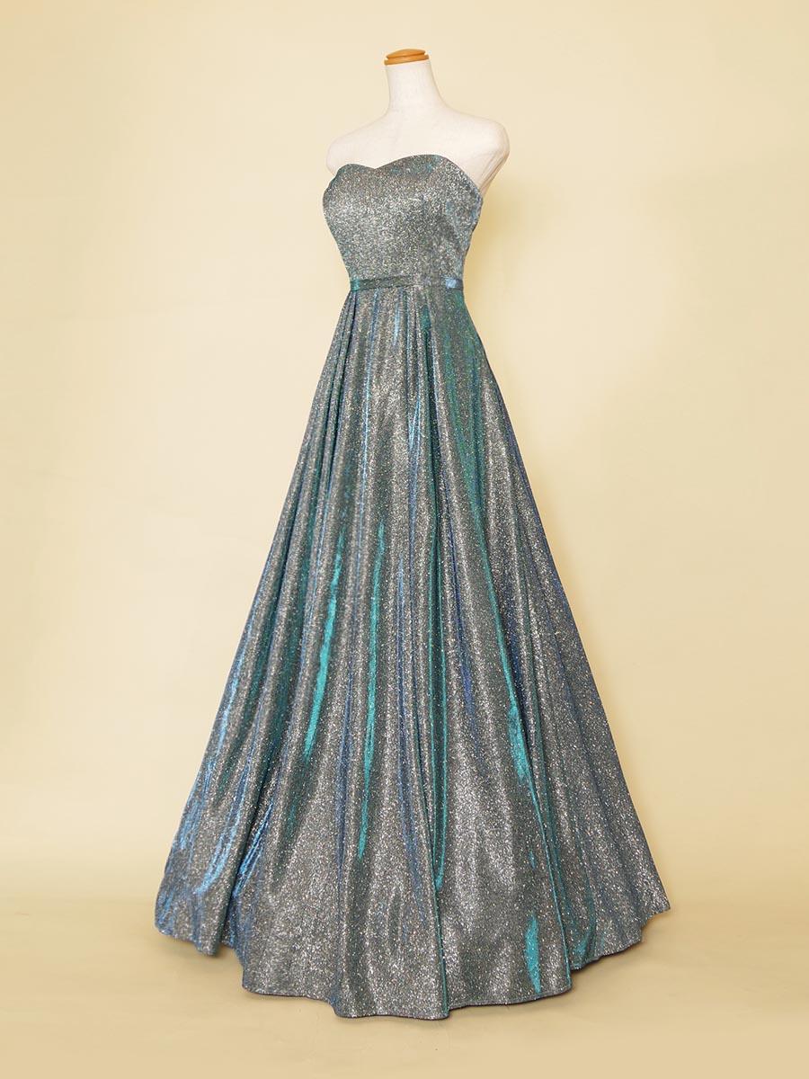 輝きが強いスカイブルーグリッターのシンプルロングドレス