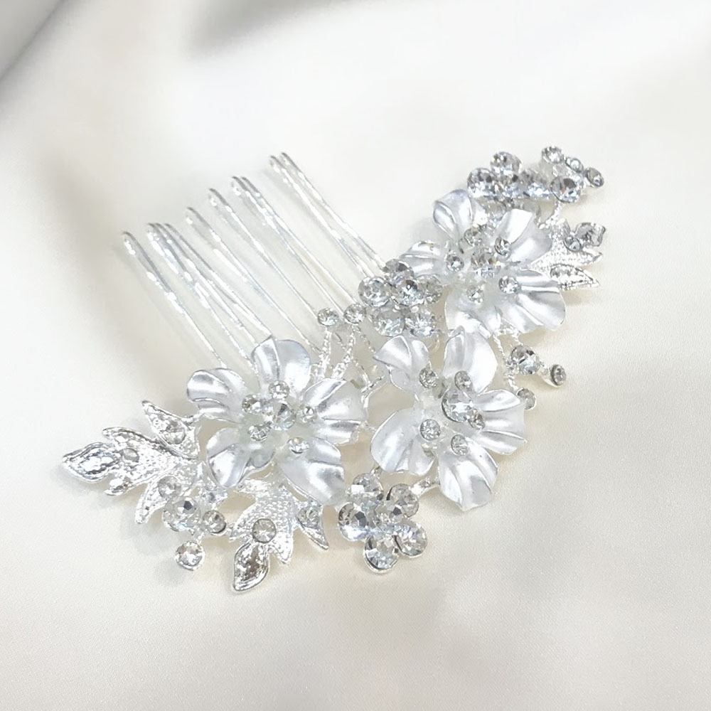 輝かしいシルバーホワイトが清楚なフラワーデザインヘッドアクセサリー