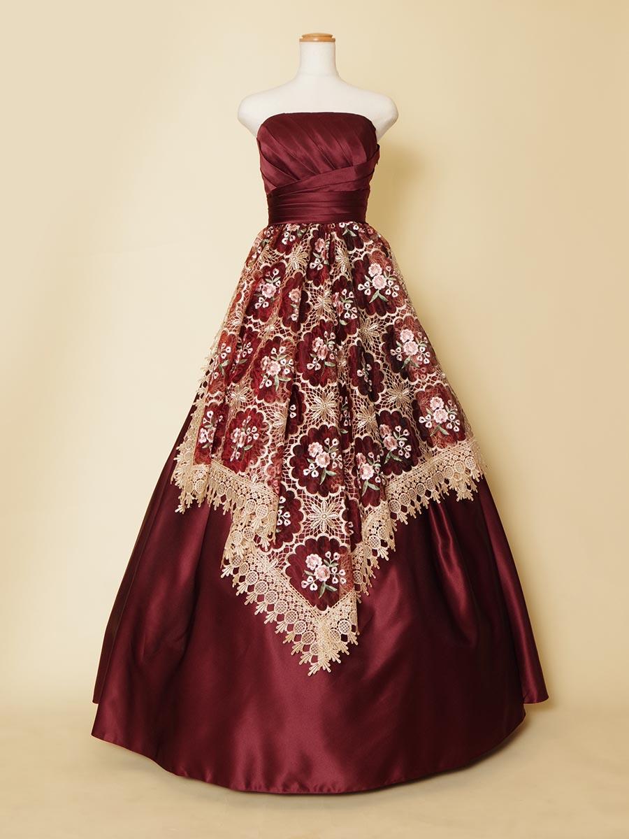 オペラのステージにもオススメ!深みのあるワインレッドカラーベースの編み込みレースドレス
