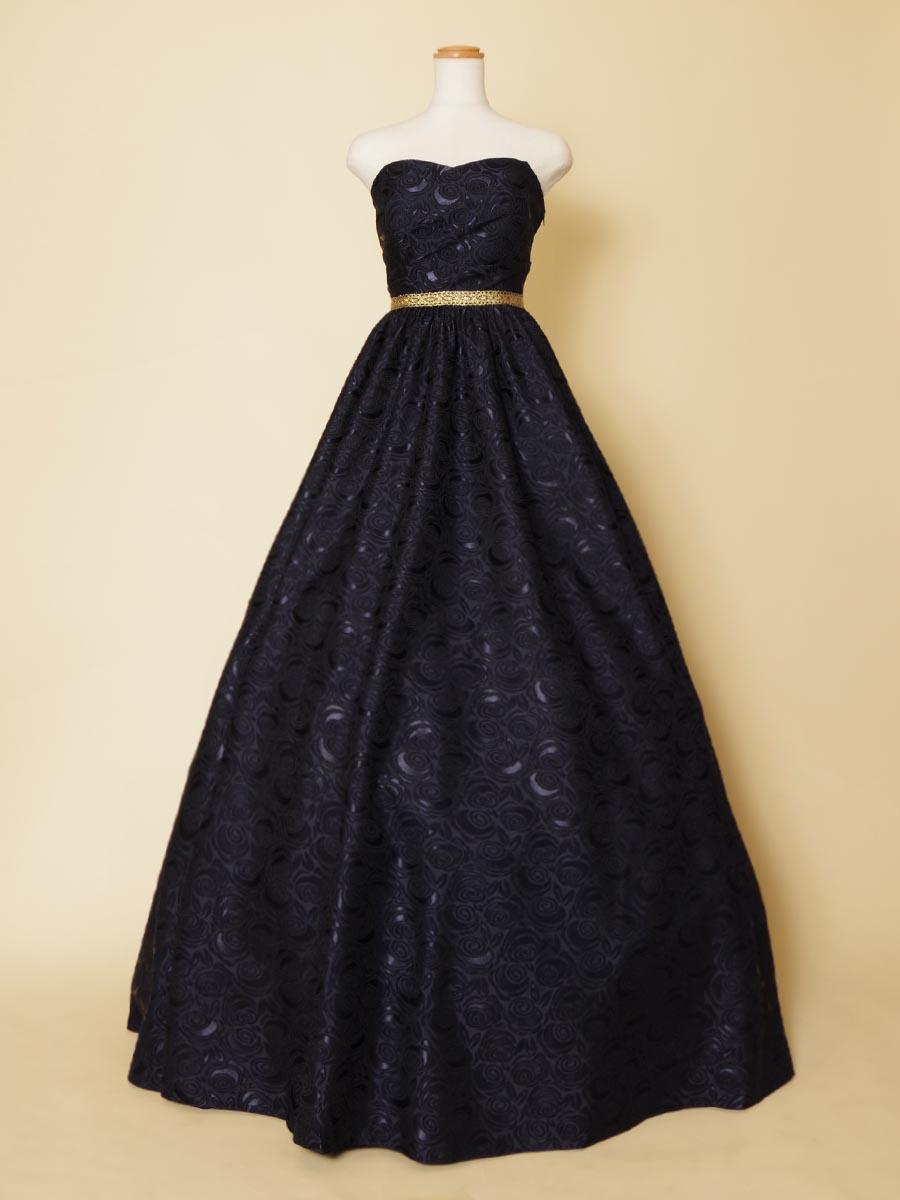 ネイビーカラーの薔薇モチーフ刺繍生地で仕上げたウエストゴールドが高級感を演出したボリューム演奏会ドレス