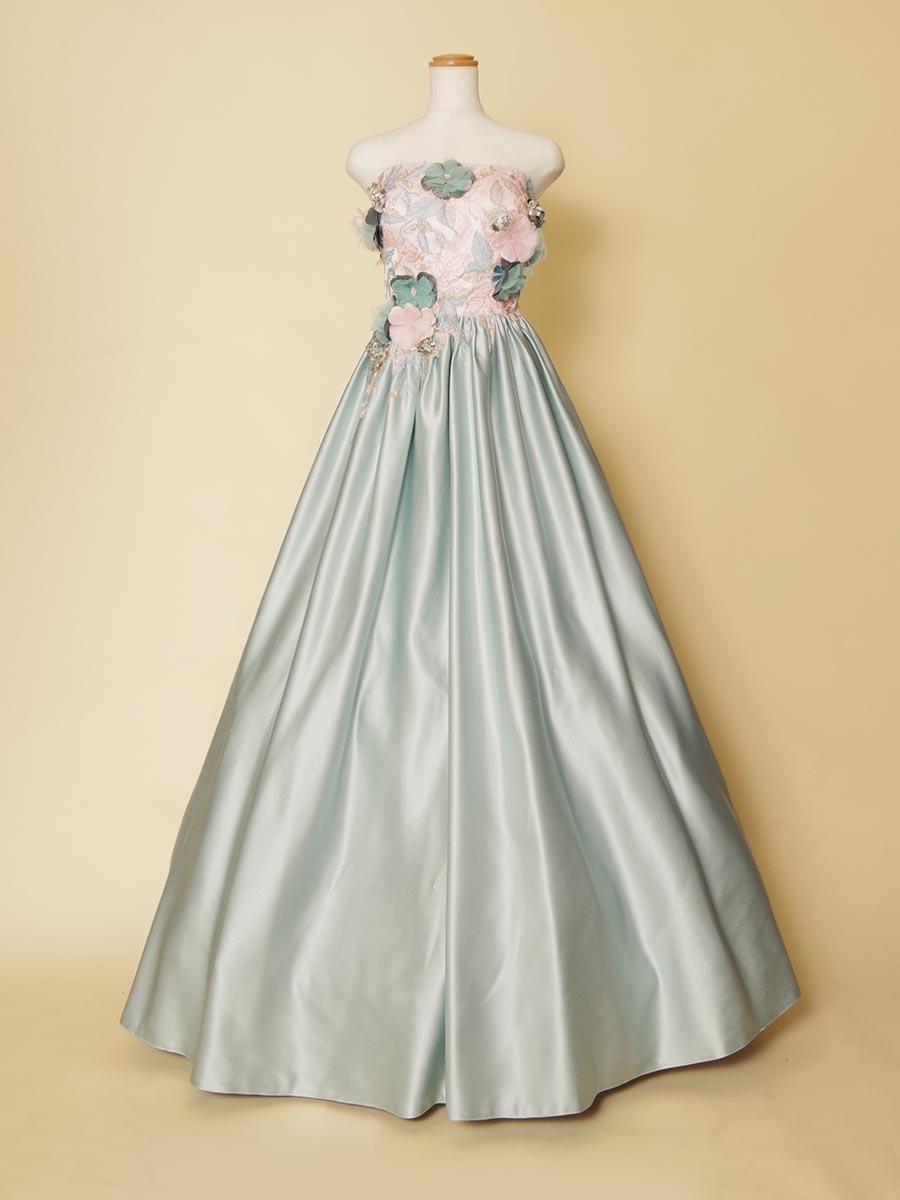 ミント×ピンクカラーの立体的な存在感を放つリサイタルコンサート向きロングドレス