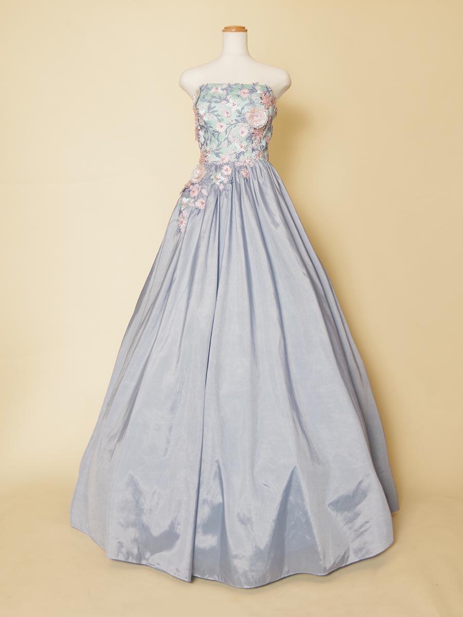 立体フラワーの爽やかなブルーのタフタスカートが美しい演奏会向けロングドレス
