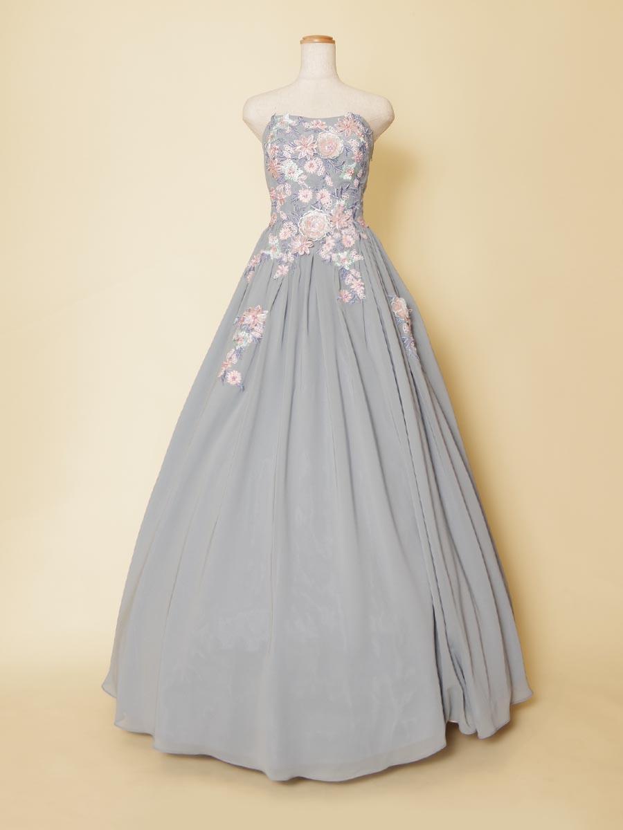 ブルーグレーカラーがくすんだお洒落感を表現してくれる胸元立体フラワーのパステルカラーステージドレス