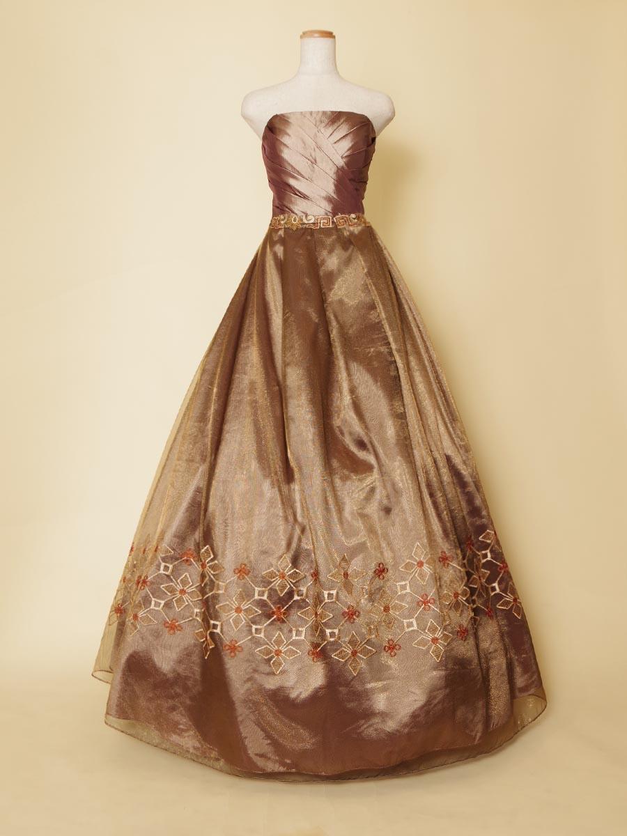 民族的な幾何学模様を取り入れたメタリックブラウンのステージロングドレス