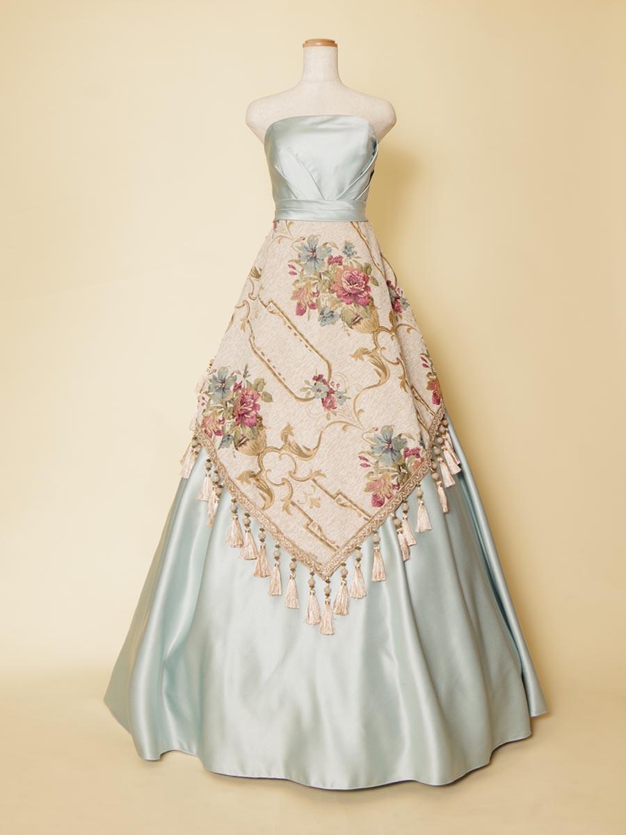 タッセル装飾をスカートに施した王宮スタイルのスカイブルー演奏会ドレス