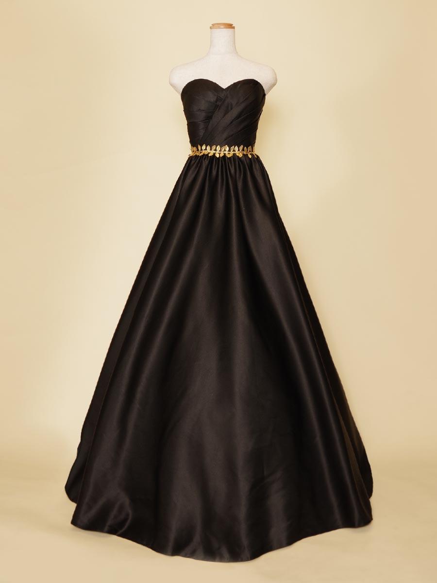 ゴールドリーフとブラックサテンの組み合わせが大人っぽいピアノ伴奏者向けロングドレス