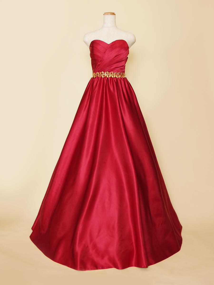 格安価格でも華やかさをふんだんに発揮できるレッドカラー×ゴールドベルトの演奏会ロングドレス