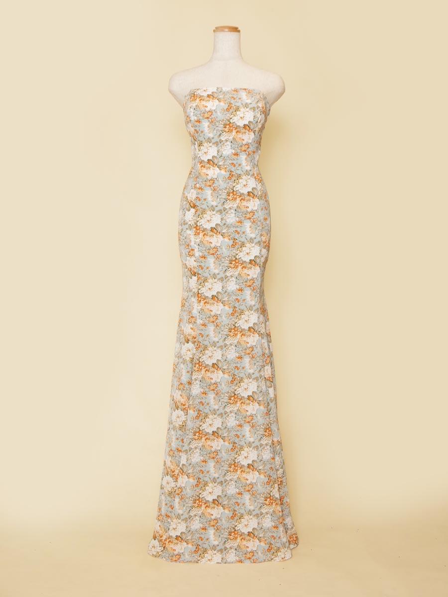 ブリティッシュ風のスカイブルー花柄生地を採用したマーメイドラインの演奏会ドレス