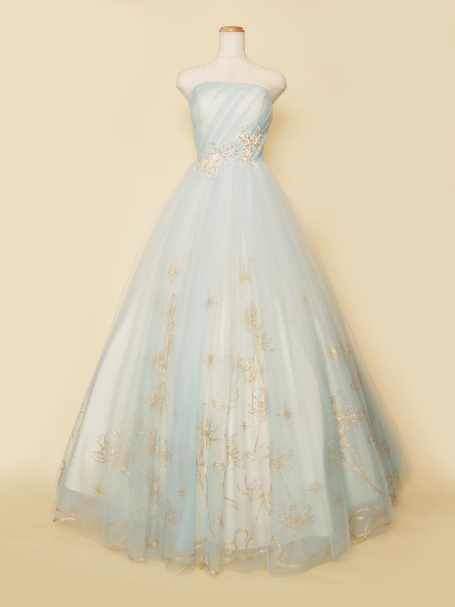 パステルブルーカラーのチュールスカートにゴールドの装飾を散りばめた演奏会向けボリュームロングドレス
