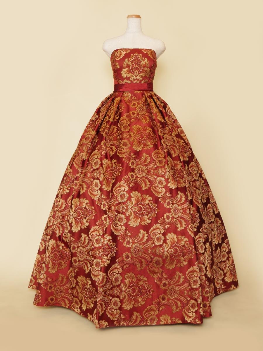 重厚感と華やかさを持った格式高い雰囲気の演奏会の演出に最適なオレンジ花柄ステージドレス