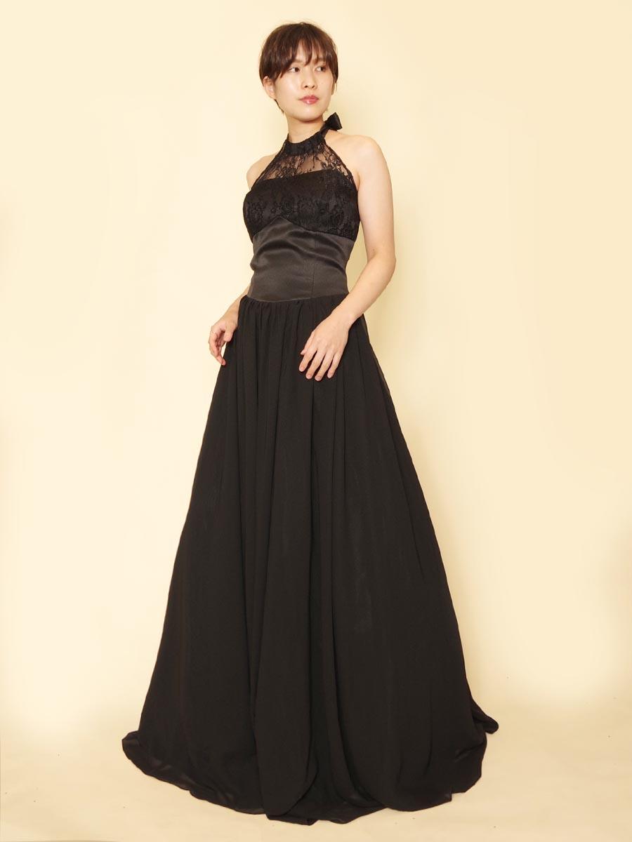 胸元花柄レースが可憐なブラックホルターネックドレス