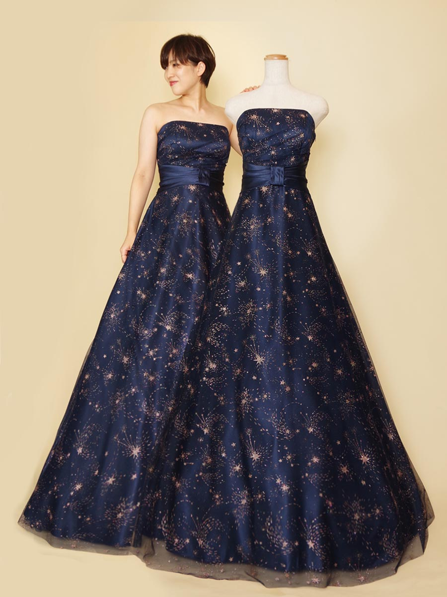 夜空のような深いネイビーにゴールドの星柄を散りばめた演奏会ドレス