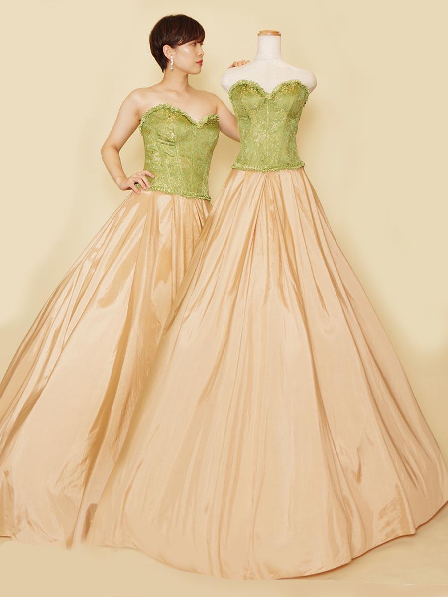 貴族風なグリーンコルセットとベージュタフタスカートを組み合わせた優雅なステージドレス