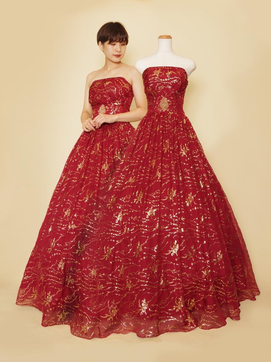 ダイヤモチーフが高貴で格式高い印象のゴールドプリントチュールのワインレッドカラーのステージドレス