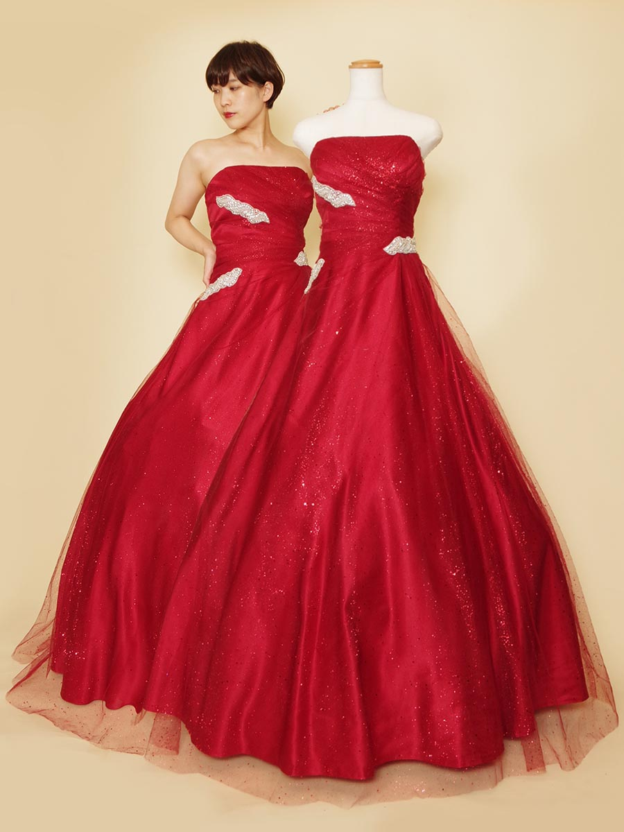 大粒のグリッターチュールをドレス全体に使用したインパクトデザインのレッドカラーステージドレス