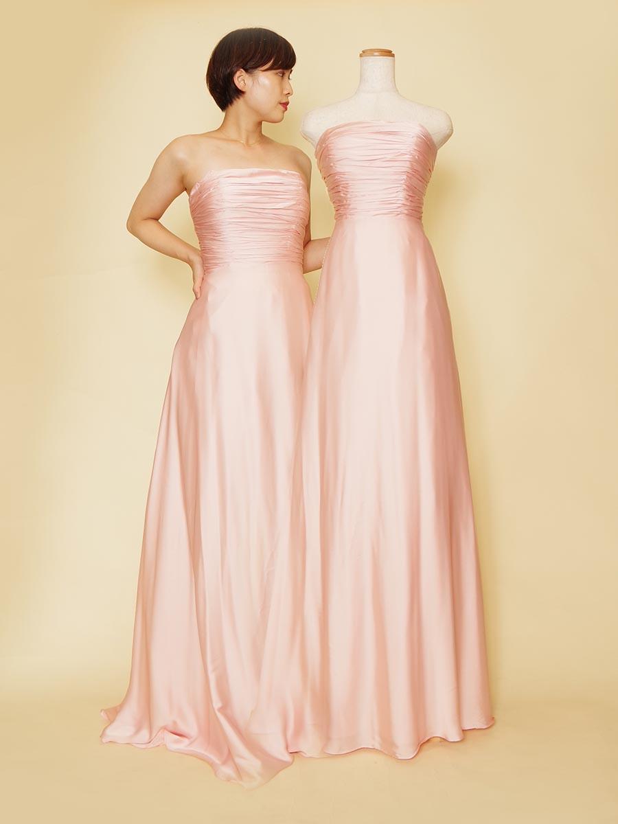胸元ギャザーデザインの品のある可愛らしいベビーピンクのロングカラードレス