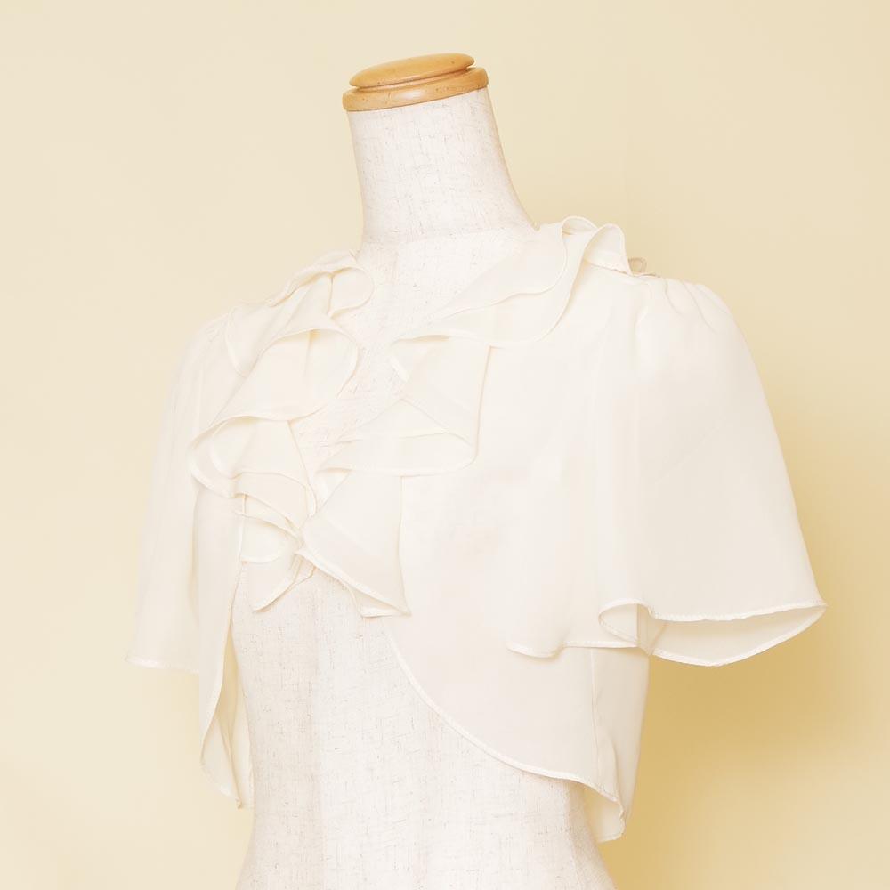 胸元のフリルがゴージャスな半袖のホワイトシフォンボレロ