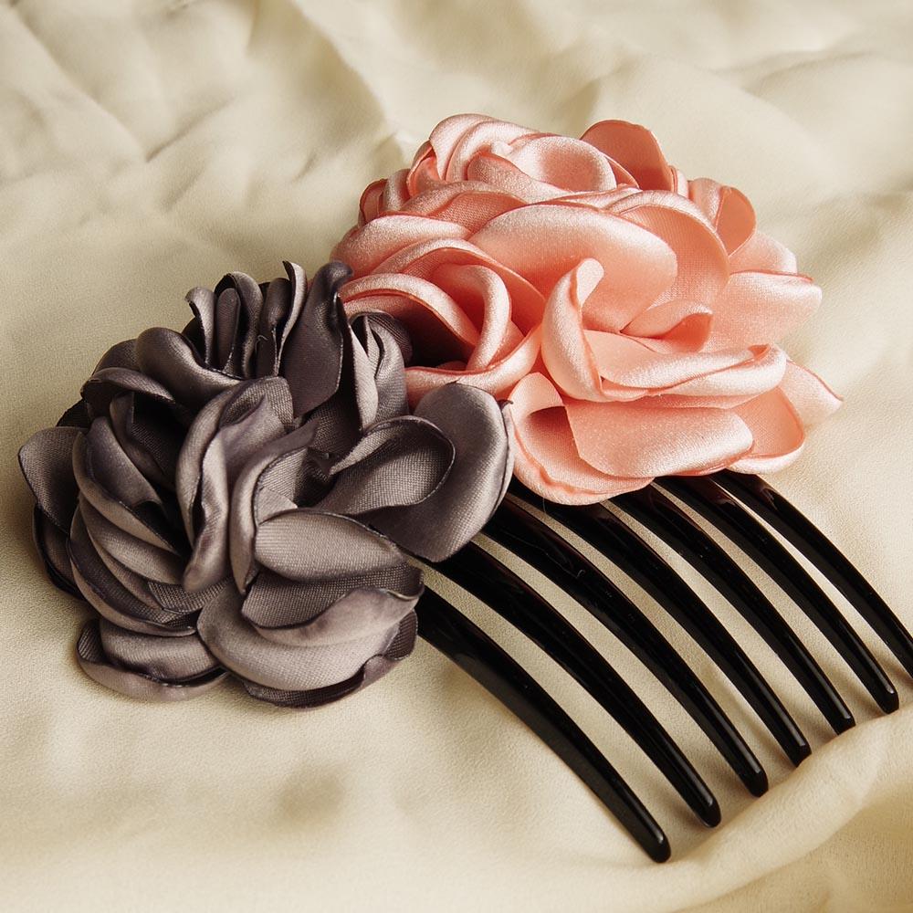 サテンの薔薇が上品なヘッドアクセサリー