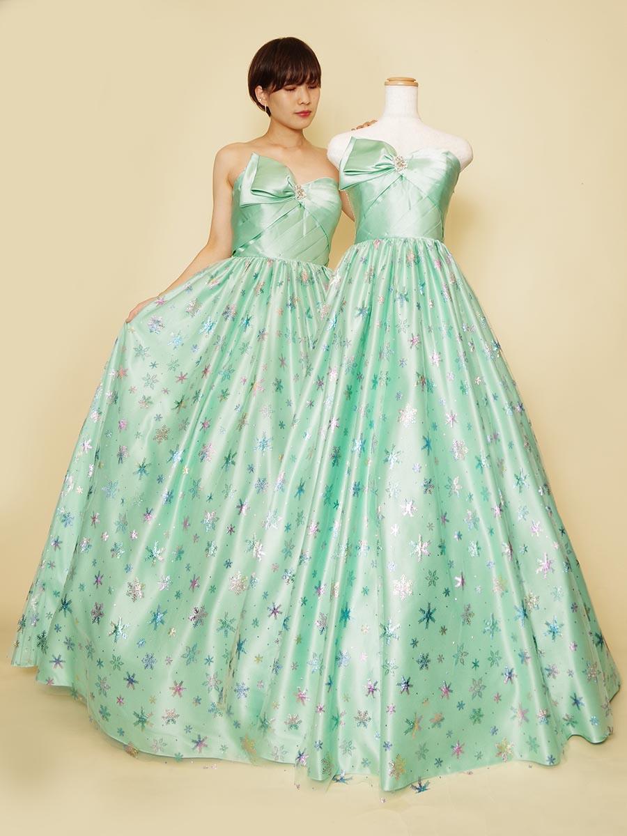 カラフルグリッターをスカートに散りばめたライトグリーンカラードレス