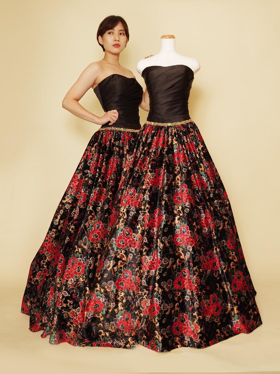 ブラックベースの花柄刺繍のデザインを施したローウエストデザインのスタイリッシュ演奏会ドレス