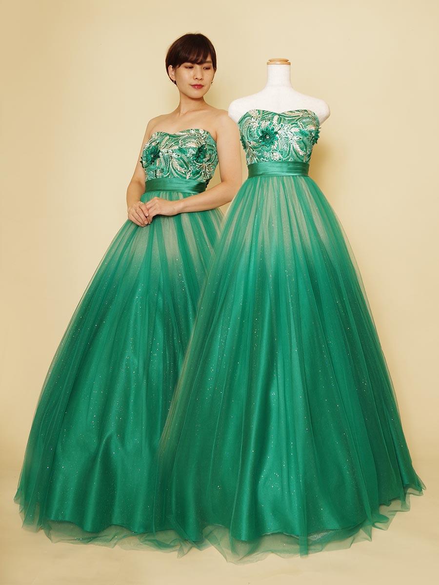 エメラルドグリーンが美しい色鮮やかなグラデーションドレス