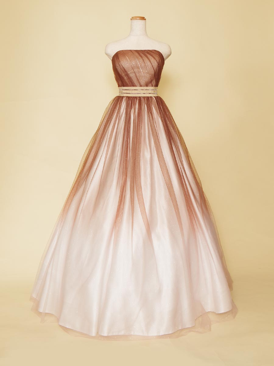 ブラウングラデーションがお洒落な落ち着いた大人っぽさを演出する演奏会ドレス