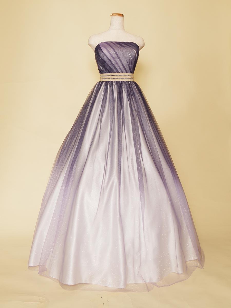 ダークブルーのラメグラデーションがクールな格好良さを演出する声楽家向けカラードレス