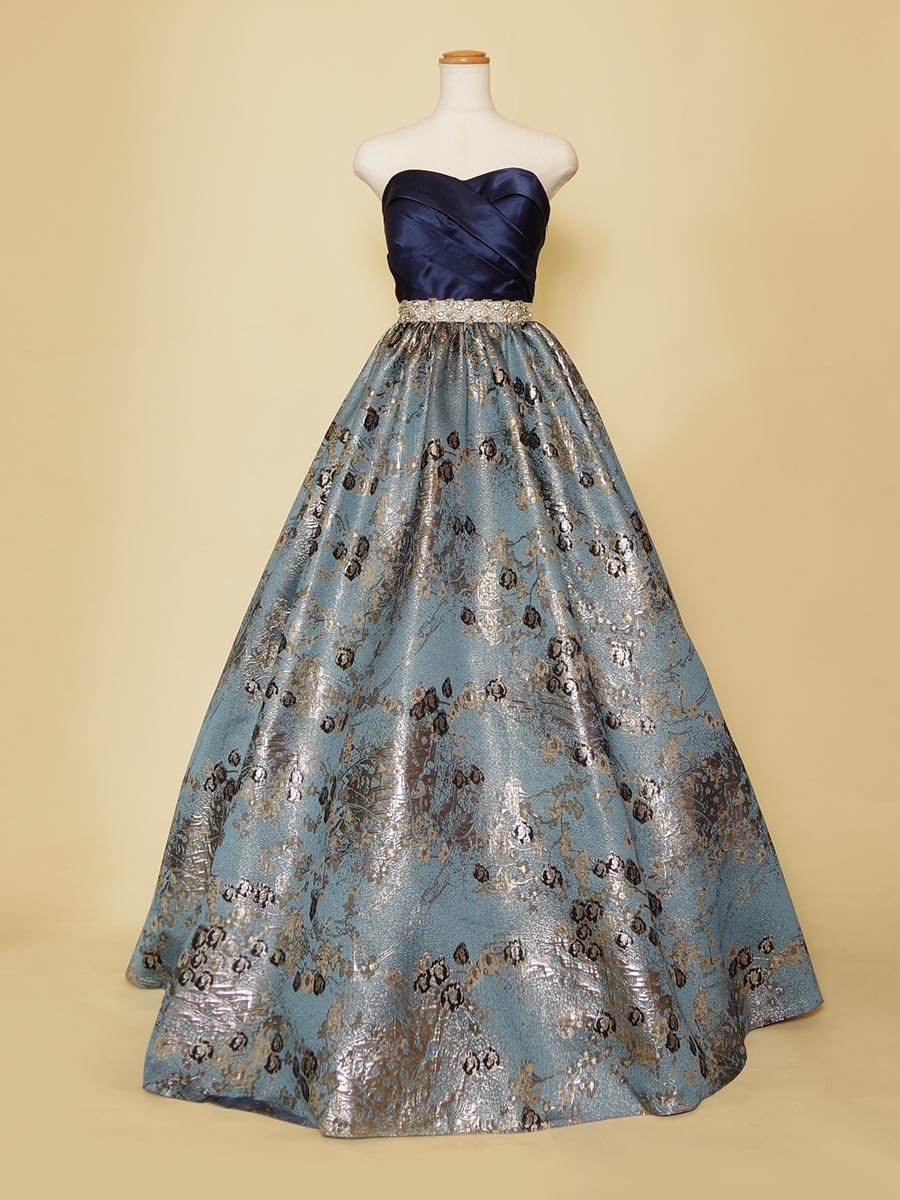 ビジュー×ジャガードが高級感のあるクラシカルなブルーのカラーボリュームドレス