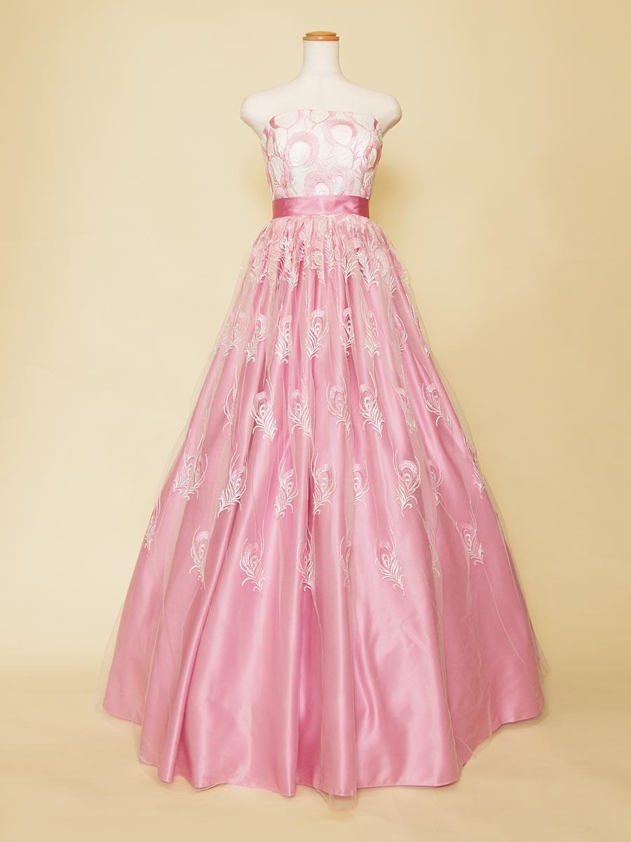 羽刺繍が散りばめられたキュートな発表会用ドレス
