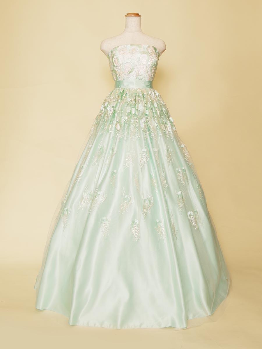 爽やかなパステルグリーンの総刺繍ボリュームドレス