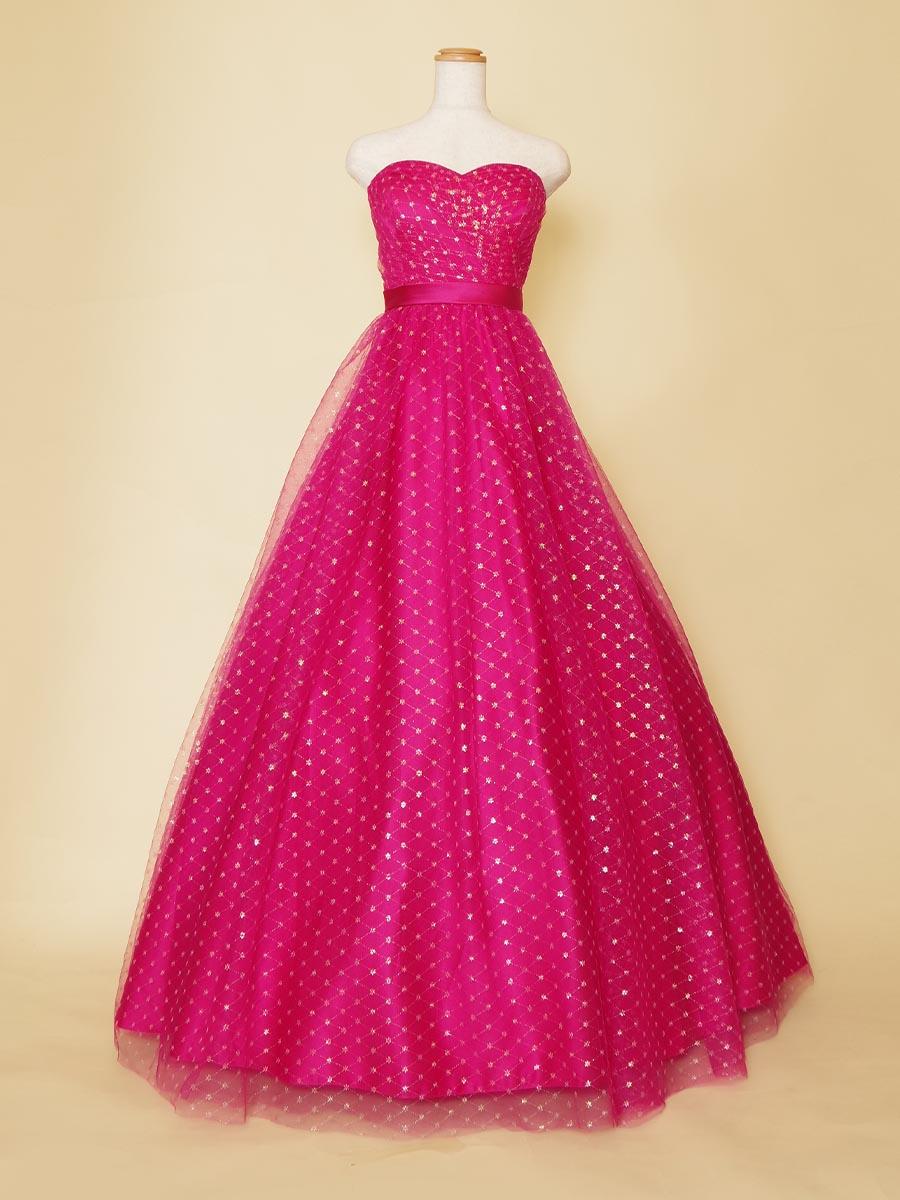 ショッキングピンクとオーロラ色のチュールがキャンディのようなステージドレス