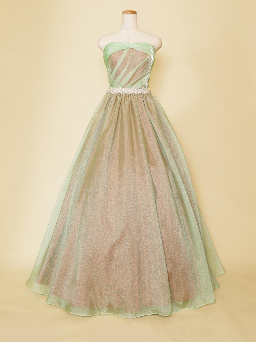 ミントグリーンのオーガンジーの色味が個性的な演奏会ドレス