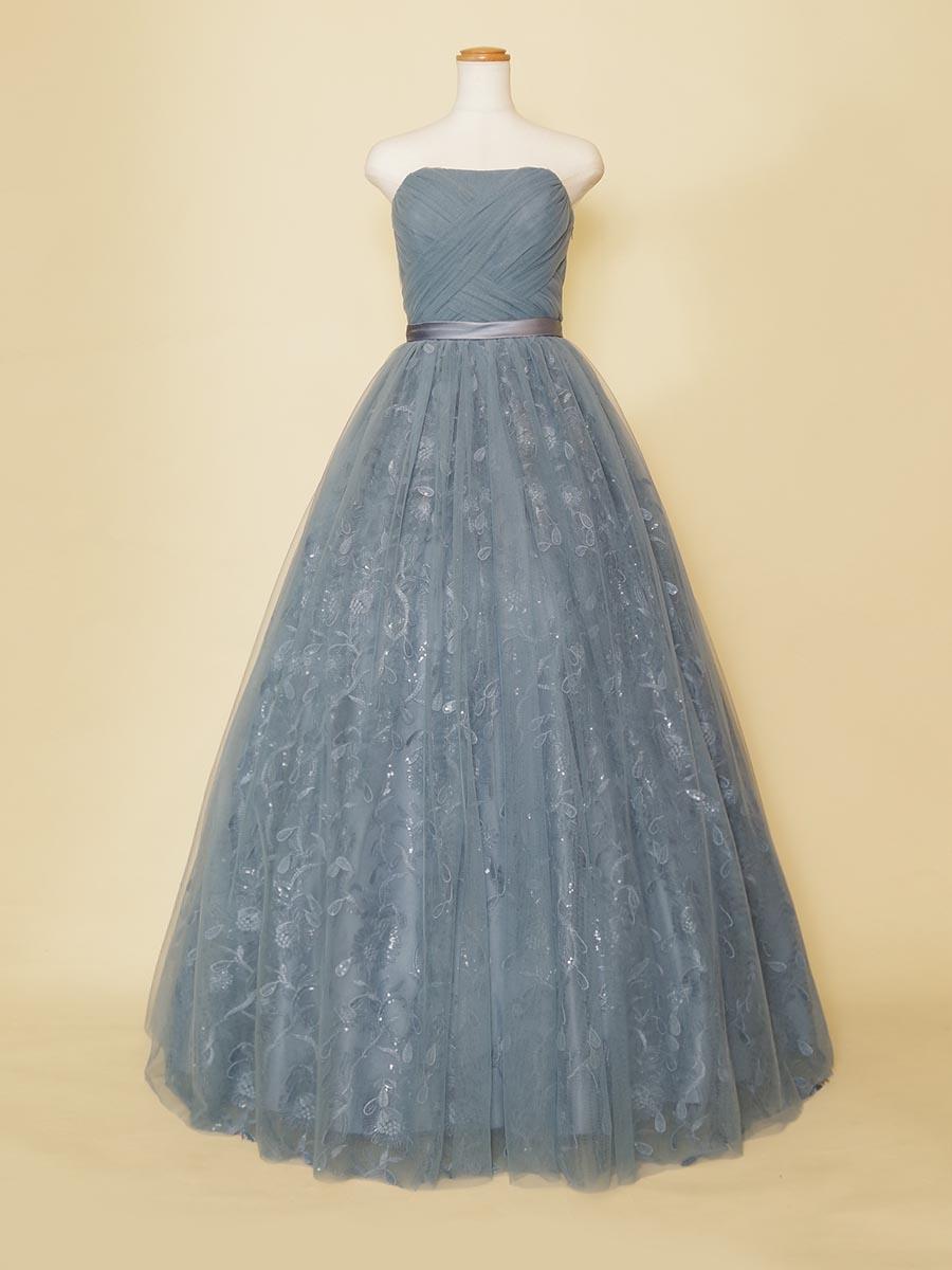 スパンコールの雫の刺繍が美しいスモーキーブルーの演奏会向けボリュームドレス