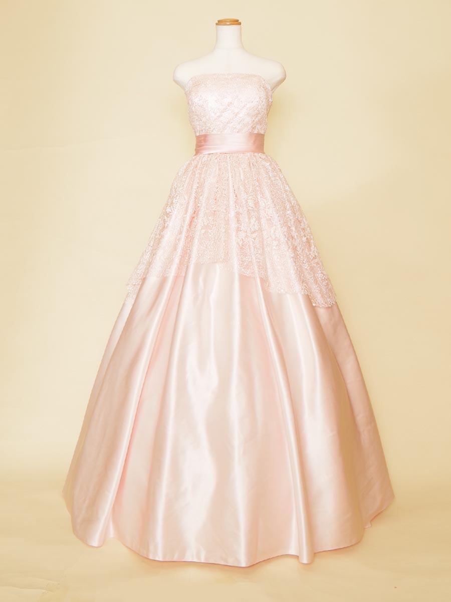 流れるようなレースが上品な大人ピンクドレス
