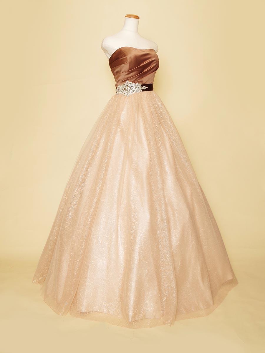 秋の演奏会におすすめ!ビジューの装飾が煌びやかなブラウンカラーチュールスカートドレス