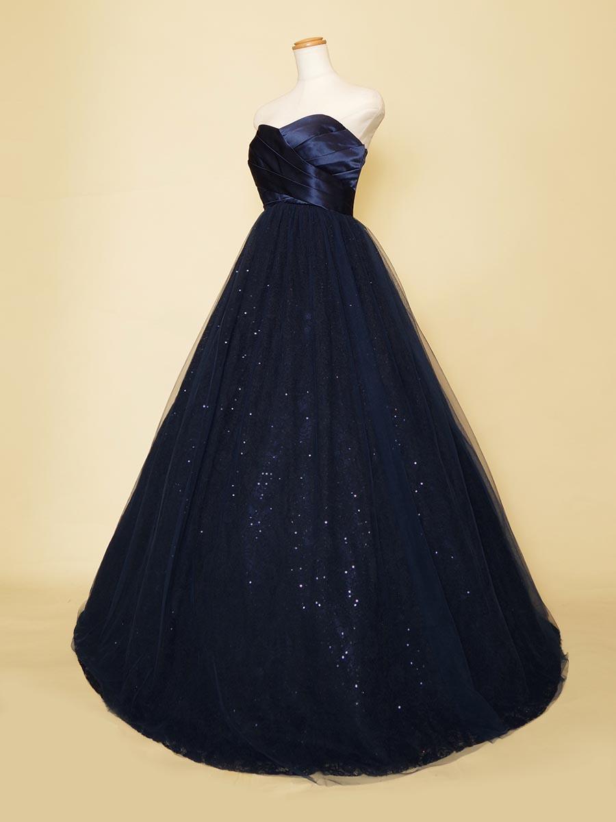 声楽の方にオススメなスパンコールのスカートが煌びやかなネイビーのボリュームドレス