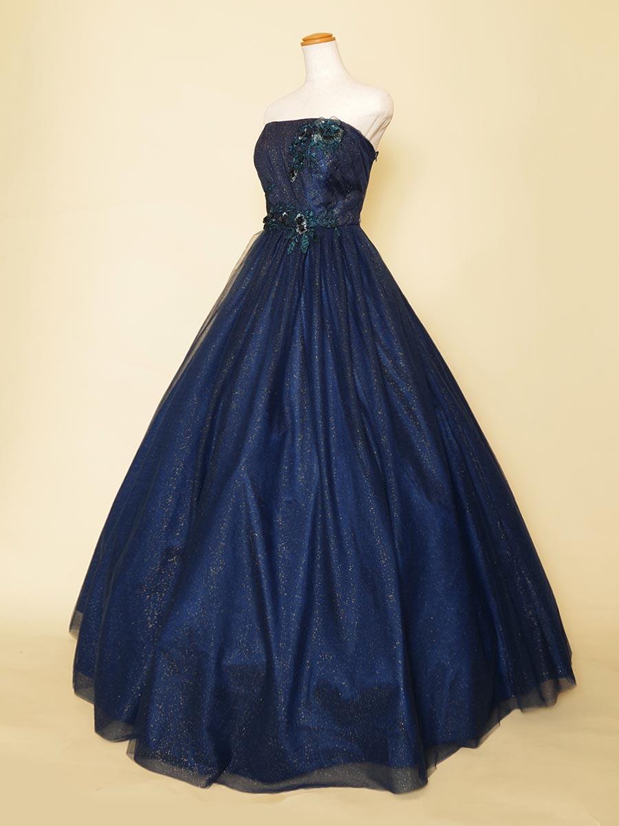 立体的なお花モチーフ×ネイビーのゴールドラメチュールが星空のような輝きを放つ演奏会向けカラードレス