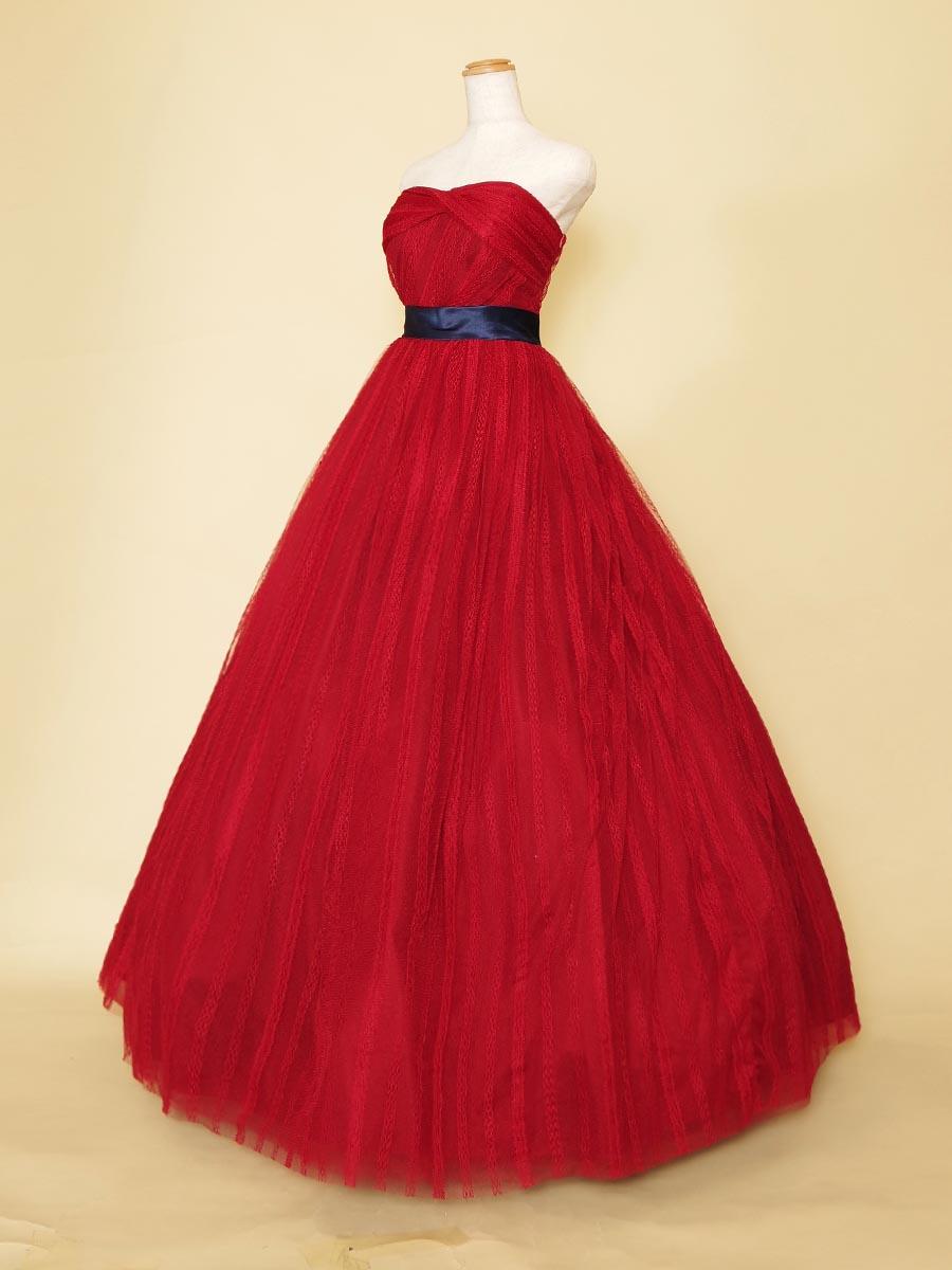 レースモチーフのチュールがデザイン性のある鮮やかな赤色ステージドレス