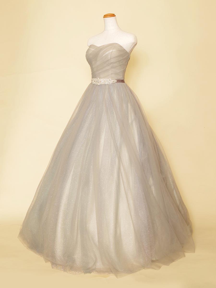 グレーカラーのグリッターチュールとビジュー装飾がゴージャスなスレンダードレス