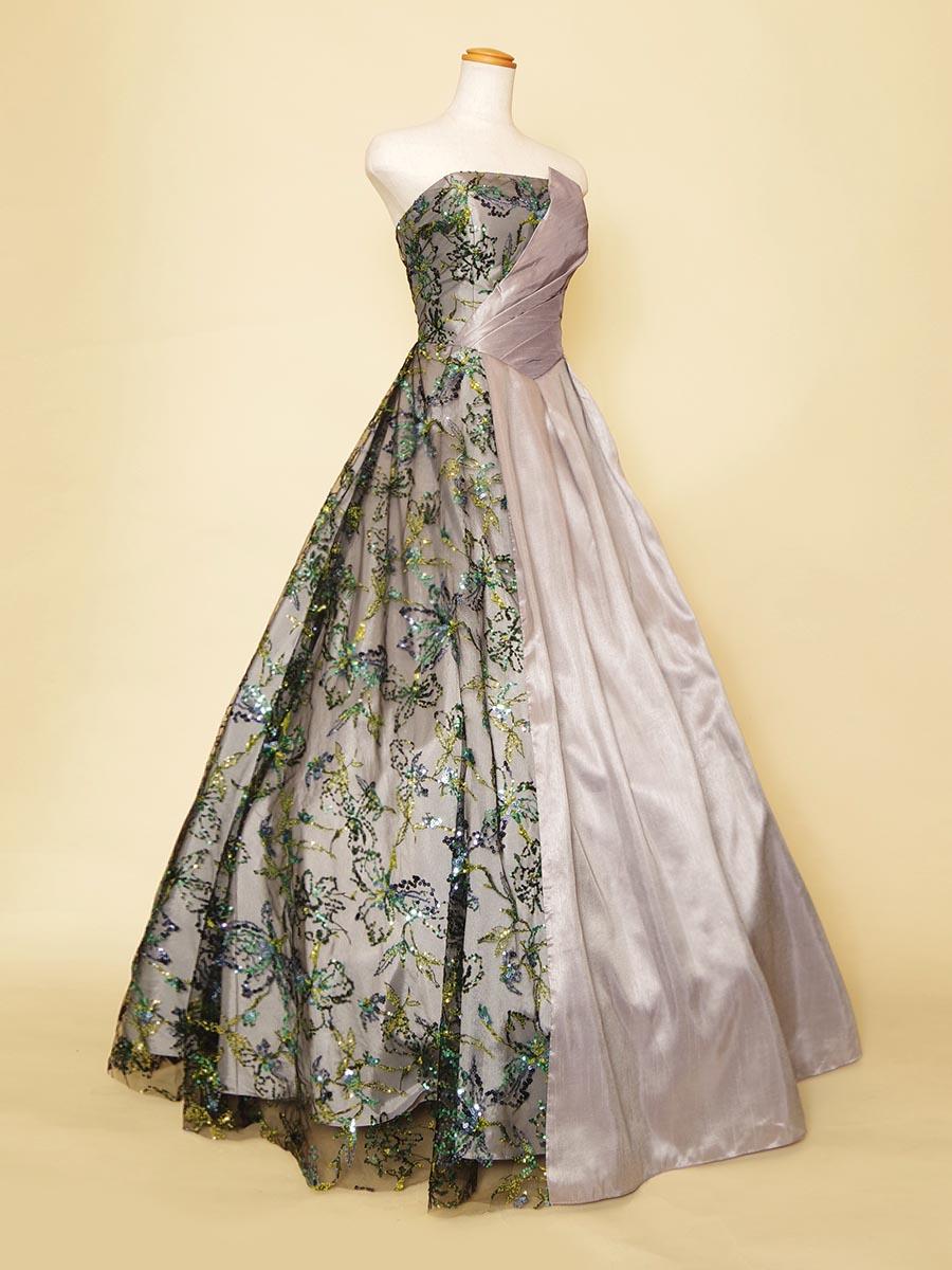 グリーン系スパンコールと胸元デザインが個性的で華やかなツートーンカラードレス