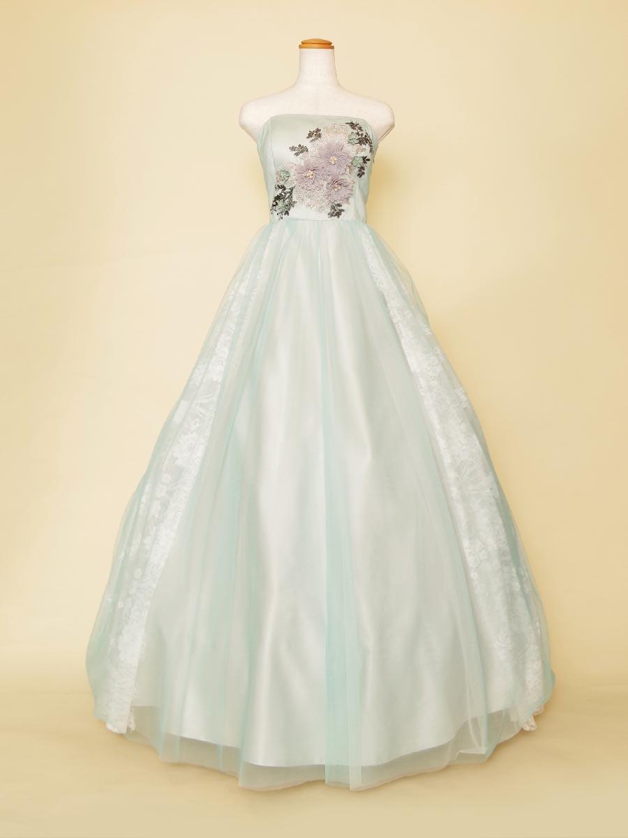 立体花モチーフがインパクトのある爽やかミントブルーの演奏会向けボリュームドレス