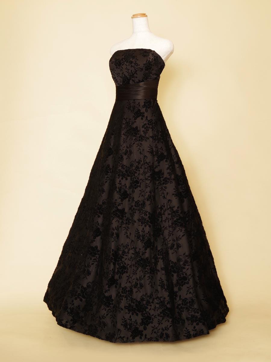 伴奏者におすすめ!ベロアのお花デザインが大人なブラックカラードレス