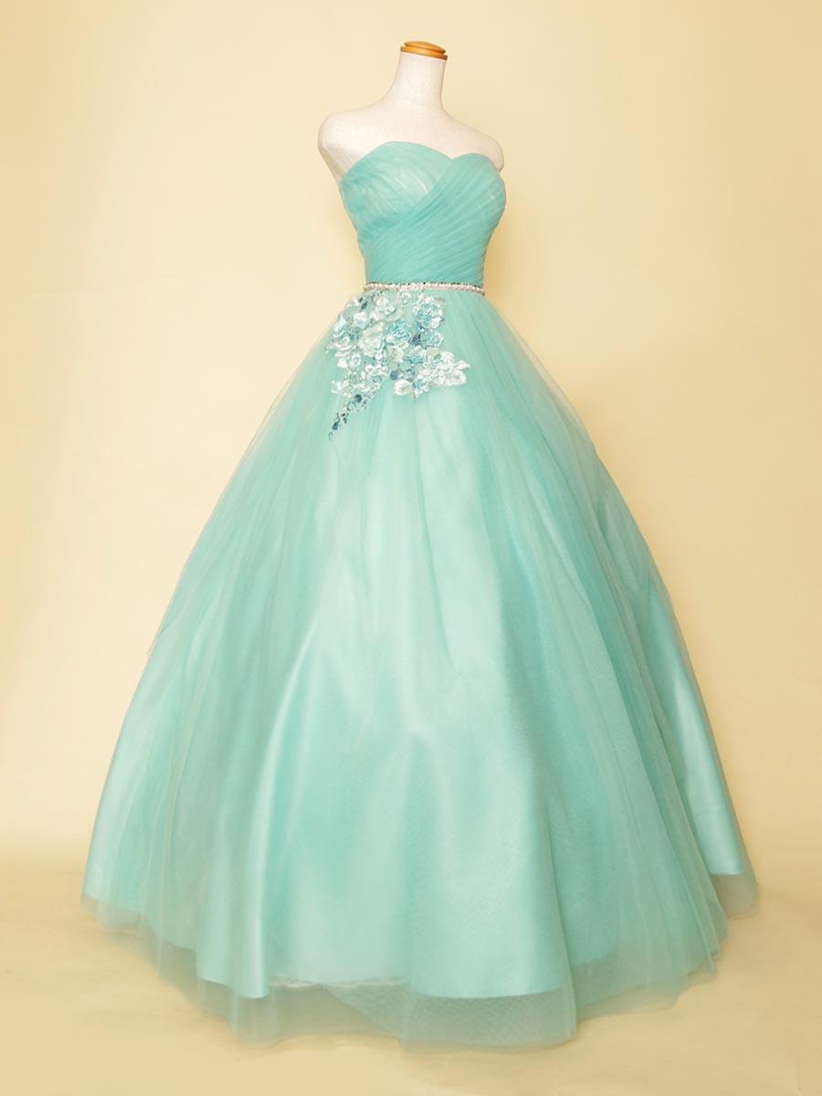 ミントブルーカラーのウエストのフラワー刺繍がカワイイアクセントのボリュームステージドレス