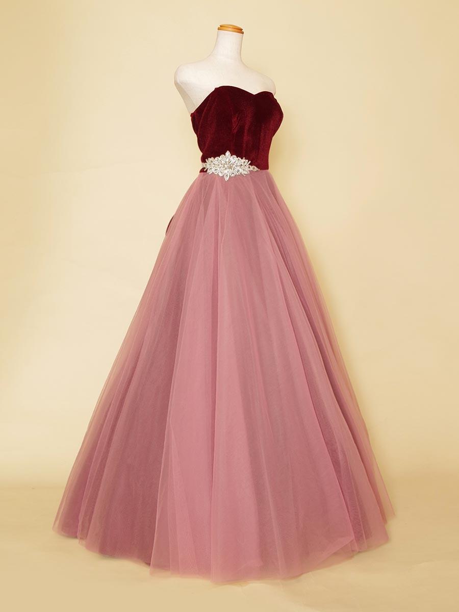 ローズピンクチュールスカートとワインレッドベロアバストの組み合わせがお洒落な演奏会ロングドレス