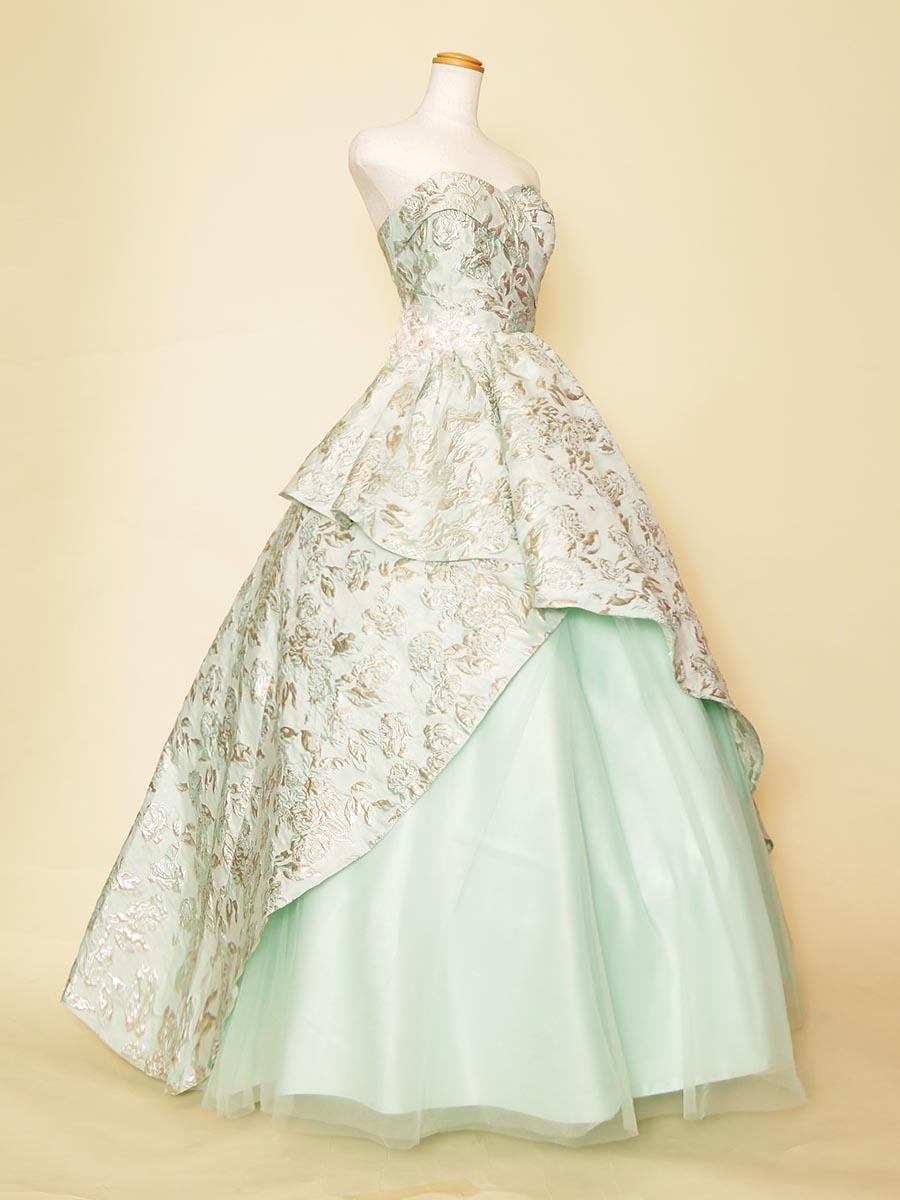 ライトグリーンカラーのふんわりドレープのジャガードが柔らかさと高級感を感じさせる主役に相応しいステージロングドレス