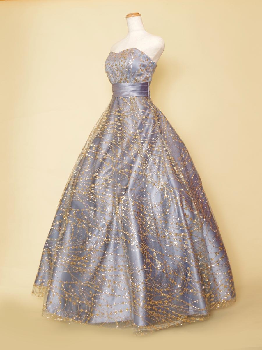 霞かかったブルーカラーにゴールドグリッターチュールを重ね合わせた華やかステージドレス