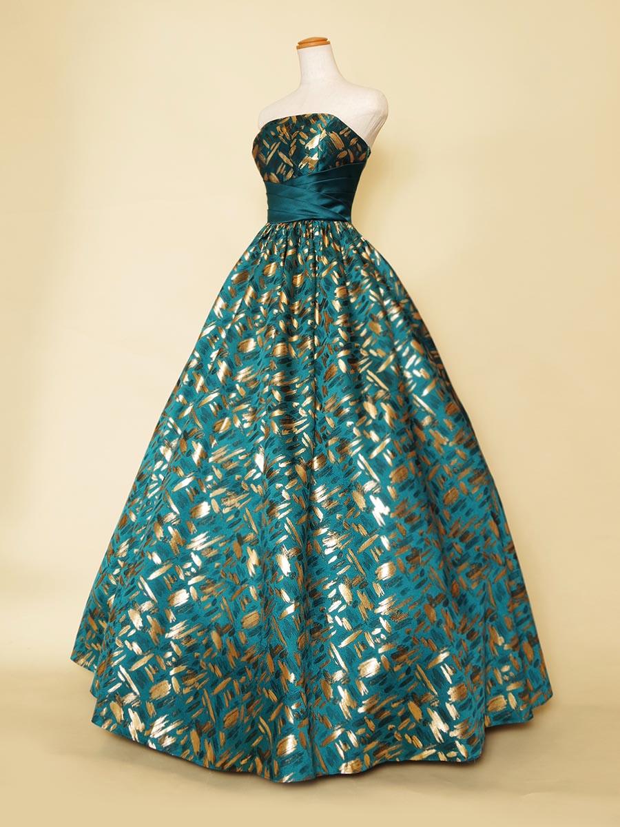 落ち着いた大人らしさを感じさせる鮮やかなエメラルドグリーンがお洒落なボリュームジャガードドレス
