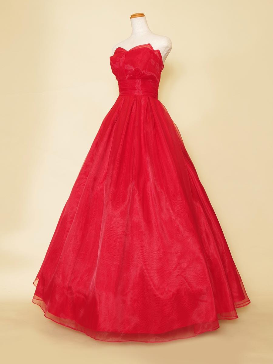 胸元の立体フラワーカットがキュートなチューリップのようなシルエットをデザインしたレッドカラーオーガンジードレス