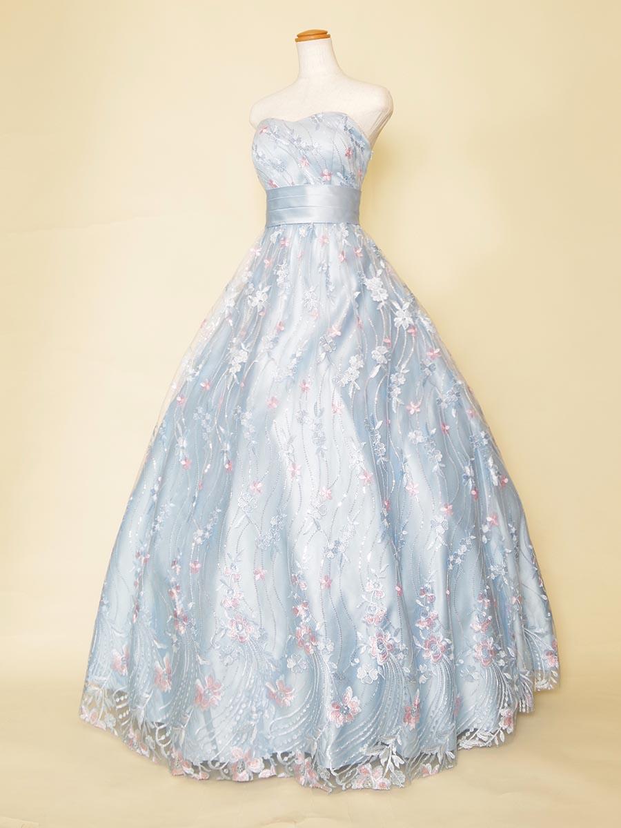 流れるような刺繍を全体に施したパステルピンクカラーのプリンセスラインのステージロングドレス