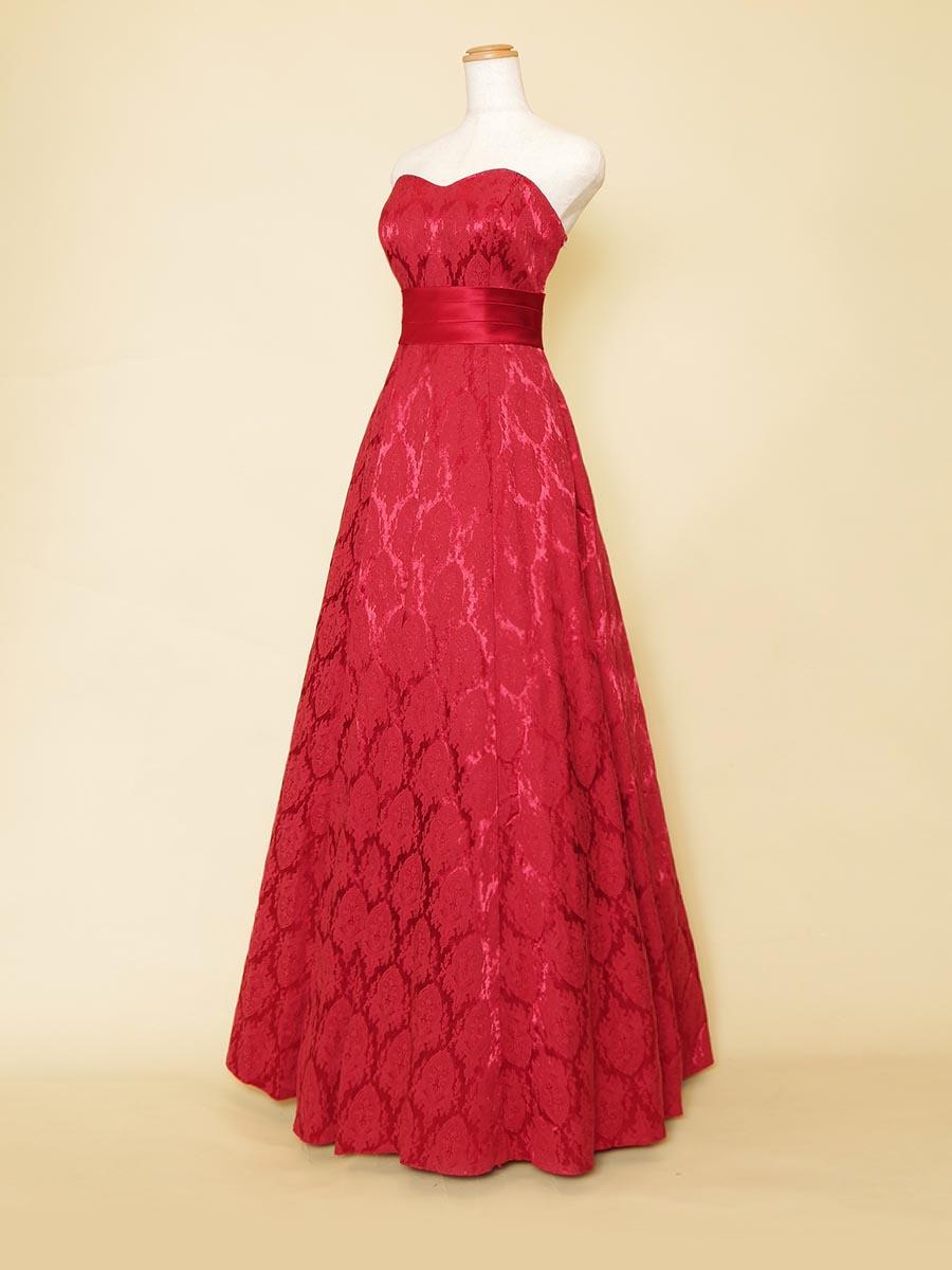 高級感たっぷりのシンプルライン光沢ジャガードレッドドレス